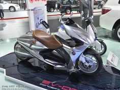 Electric concept scooter from Honda China, the EV-02.