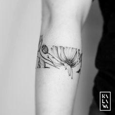 ⠀⠀ Done at Ken Ar. ⠀⠀ Done at Ken Arobone. ⠀⠀ Done at Ken Arobone.tattoo⠀ before opening of my calendar. ⠀ Guest session booking now… - Wrist Band Tattoo, Botanisches Tattoo, Cuff Tattoo, Tattoo Bracelet, Armband Tattoo, Samoan Tattoo, Polynesian Tattoos, Line Art Tattoos, Flower Tattoos