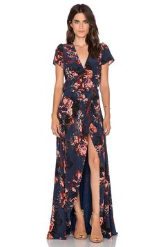 Helena Quinn Claire Maxi Wrap Dress en Rosa y azul marino | REVOLVE