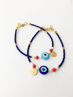 Augenarmband, blaue Rocailles-Perlen-Armband, gold Charm Armband, blaue Auge Perlenarmband, A. Cute Jewelry, Beaded Jewelry, Handmade Jewelry, Beaded Necklace, Handmade Bracelets, Fall Jewelry, Initial Necklace, Evil Eye Jewelry, Evil Eye Bracelet
