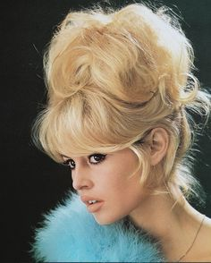 Headshot of Brigitte Bardot French actress model and singer with a bouffant hairstyle and a blue boa in a studio portrait against a black background. Retro Hairstyles, Popular Hairstyles, Celebrity Hairstyles, Short Hairstyles, Famous Hairstyles, Brigitte Bardot, Bridget Bardot Hair, Pelo Vintage, Vintage Updo