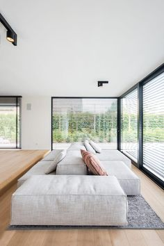 The floor space of this modern villa from the is a square. We created more space with an extension … The post Interior design modern villa in Wechelderzande appeared first on HOOG.design - Exclusive living inspiration in the United Kingdom. Minimalist Sofa, Interior Design Minimalist, Modern House Design, Villa Design, Living Room Interior, Sofa Design, Home Deco, Interior Architecture, Living Room Designs