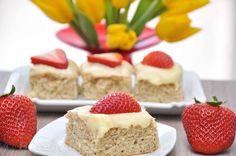 Erdbeer Mandel Kuchen mit Frischkäsetopping - Bärenhunger