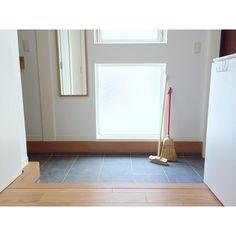 3,184 個讚,31 則留言 - Instagram 上的 @nika.home:「 2017.3.17 . 月一玄関の念入りお掃除が完了✨ この玄関タイル…お掃除が面倒で💦表面がザラザラと凹凸があるので砂が溜まりやすい、乾きにくい、拭き上げに時間がかかる…… 」