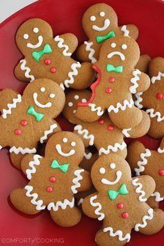 The best 30 Easy Christmas Cookies Recipes that you should bake this year. From sugar cookies to the gingerbread man, shortbread to eggnog, all the popular Easy Christmas Cookie Recipes, Christmas Sweets, Christmas Gingerbread, Noel Christmas, Christmas Goodies, Simple Christmas, Holiday Recipes, Gingerbread Man Cookies, Holiday Cookies