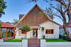 --!> Filed under extreme makeovers: this 1920s Californian bungalow in the Sydney, Australia suburb of Kensington went from your run-of-the-mill neighborhood house to a house that is, well, as suave...