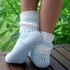 Seamless Sweater Socks Crochet Pattern by Genevive on Etsy | Craft Juice