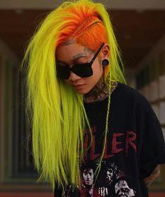 Yellow Hair Color, Green Hair, Wild Hair Colors, Punk Hair Color, Punk Rock Outfits, Short Hair Cuts, Short Hair Styles, Different Hair Colors, Corte Y Color
