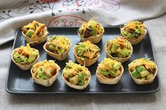 APERO SO CHIC avec ces mini tortilla cups avocat et poulet - 9 photos Finger Food Appetizers, Finger Foods, Aperitivos Finger Food, French Toast Roll Ups, Avocado, Mini Tortillas, Party Snacks, Relleno, Tasty Dishes