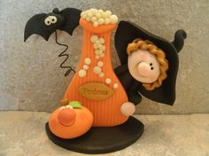 Witch and Potions Bottle - Bat - Jack O Lantern - Glow in the Dark - Figurine Polymer Clay Halloween, Polymer Clay Figures, Fimo Clay, Polymer Clay Projects, Halloween Boo, Halloween Crafts, Halloween Decorations, Halloween Patterns, Homemade Halloween