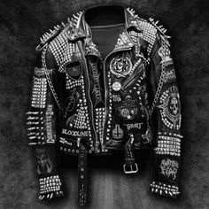 Men's Leather Jackets: How To Choose The One For You. Leather jackets never head out of styl Studded Leather Jacket, Biker Leather, Cowhide Leather, Fashion Moda, Punk Fashion, Hippie Fashion, Punk Outfits, Fashion Outfits, Moda Punk
