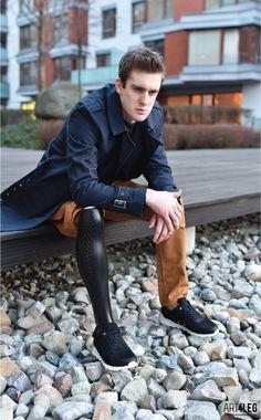 Le designer tchèque Tomáš Vacek est à l'aise dans la conception d'une multitude d'objets et de meubles et dans une palette très variée de matériaux (pour r
