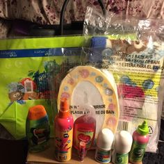Natural Fun In Tub Bath Set Fun in tube kids bath set! Carting bag, mirror , comb , rug shampoo and conditioner, chap stick , detangling spray, body wash,  2 body paints and bath time finger paint! Great gift can by all or seperate Avon Other