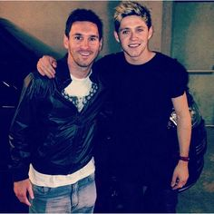 First Neymar and now Lionel Messi - it seems One Direction's Niall Horan is the envy of many football fans worldwide at present. Lionel Messi, Good Soccer Players, Best Football Players, Football Fans, Irish Boys, Irish Men, One Direction Niall, Naill Horan, Buenos Aires