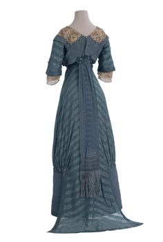 Crouset day dress, blue striped silk with ivory lace trim, 1911-12 (back)