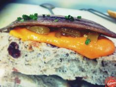 Tosta de sardina en pan con arándanos, salmorejo, mermelada mango málaga (mango_mmm...) y alguna cosita más...!!! Chef: María José Cerezo / Messala Gastrobar. Sevilla