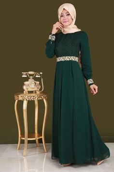 ** SONBAHAR / KIŞ ** Dantel Detaylı Şifon Abiye Zümrüt Ürün kodu: ALM3002 --> 99.90 TL Islamic Fashion, Abaya Fashion, Hijab Outfit, The Dress, Party Wear, Designer Dresses, Hair Beauty, Formal Dresses, My Style