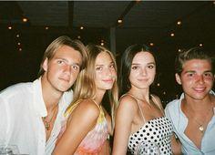 Cute Friends, Best Friends, Disposable Film Camera, Gal Pal, Nouvel An, Teenage Dream, Best Friend Goals, Friend Pictures, Vintage Clothing