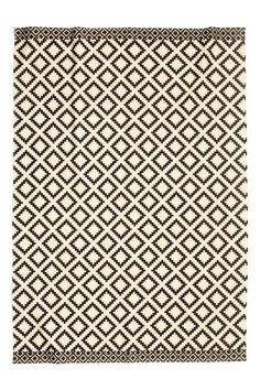 Large cotton rug: Large patterned cotton rug.