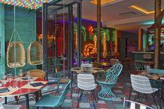 Restaurante 'Bananas' Al cruzar las puertas nos encontramos con una terraza interior con vistas a la calle Fusina.