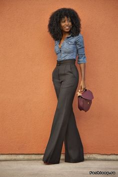 Take a look at the best stylish business casual in the photos below and get ideas for your work outfits! 30 Chic and Stylish Interview Outfits for Ladies Mode Outfits, Fall Outfits, Casual Outfits, 70s Outfits, Casual Friday Outfit, Woman Outfits, Casual Shirt, Fitted Denim Shirt, Chambray Shirts