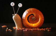 27 Creative and Scary Pumpkin-Carving Ideas for Halloween. Halloween spooky decoration ideas with pumpkins. Creative pumpkins decoration ideas for Halloween. Halloween indoor and outdoor decoration ideas. Halloween Tags, Holidays Halloween, Halloween Pumpkins, Halloween Crafts, Halloween Decorations, Halloween Pumpkin Designs, Halloween Halloween, Unique Pumpkin Carving Ideas, Pumpkin Carving Contest