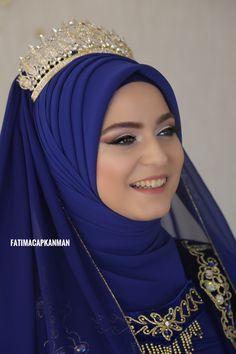 Elegance in a hijab Bridal Hijab Styles, Hijab Wedding Dresses, Bridal Dresses, Hijab Makeup, Hijab Evening Dress, Muslimah Wedding, Simple Hijab, Modele Hijab, Turban Hijab