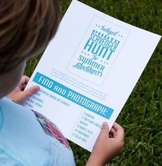 Kid summer activity: Backyard Photo Scavenger Hunt! Free printables to get the fun started.