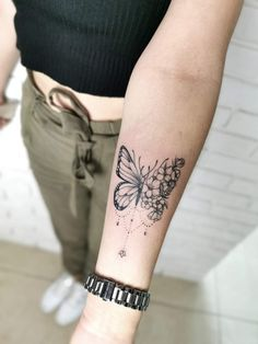 Key Tattoos, Girly Tattoos, Mini Tattoos, Trendy Tattoos, Cute Tattoos, Body Art Tattoos, Tatoos, Rose And Butterfly Tattoo, Butterfly Tattoo Designs