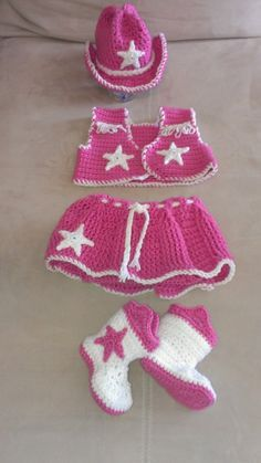 Crochet Cowgirl Outfit by PiddlePoeCreations on Etsy Baby Girl Crochet, Crochet Baby Clothes, Crochet Baby Shoes, Crochet For Kids, Crochet Summer, Häkelanleitung Baby, Baby Kind, Crochet Crafts, Crochet Projects