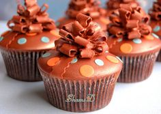 The ribbon bows on these cupcakes are just perfection and the color scheme is both unusual and striking. Monkey Cupcakes, Love Cupcakes, Yummy Cupcakes, Elegant Cupcakes, Girl Cupcakes, Cupcake Art, Cupcake Cookies, Cupcake Ideas, Cupcake Recipes