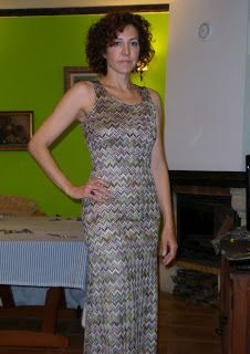 Tutorial: de Camiseta a Maxi-vestido. From Tanktop to Maxi-dress Diy Clothing, Sewing Clothes, Clothing Patterns, Dress Patterns, Maxi Dress Tutorials, Tank Top Dress, Diy Dress, Refashion, Sewing Diy