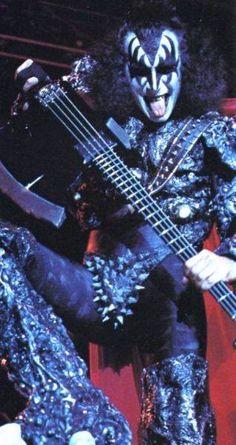 Axe bass made by Arturo Valdez in 1979, 2 nd version. KISS Gene Simmons Axe bass collection 1/4 scaled miniature collection. visit us at https://www.facebook.com/KISS.my.Axe.basses.group/ MyLittleGuitar #kiss #axebass #genesimmons #bassmodel