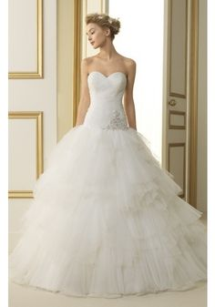 Classic Sweetheart Chapel Train Tulle Ball Gown Wedding Dress With Pleating