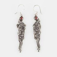 Cercei amuletă dragon mare, argint și coral, Nepal #metaphora #silverjewelry #amulet #silveramulet #earrings #coral