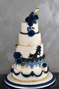 Gold and blue wedding cake. Cakepops, Cupcake Cookies, Cupcakes, Cookie Pie, Cake Gallery, Mini Cakes, Blue Wedding, Cheesecakes, Amazing Cakes