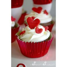 Valentine's Day / Valentine's day - heart cupcakes #valentines... ❤ liked on Polyvore