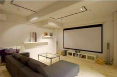 theater room リビングに、大型スクリーンを設置してシアタールームとして活用