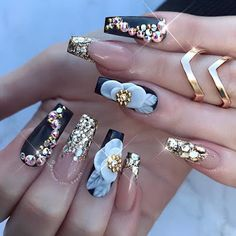 Extend style to your nails with nail art designs. Donned by fashionable personalities, these nail designs will add immediate glamour to your outfit. Chic Nails, Glam Nails, Stylish Nails, Fancy Nails, Bling Nails, Beauty Nails, Chic Nail Designs, Beautiful Nail Designs, Acrylic Nail Designs