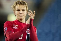 OFFICIAL: - Martin Odegaard is the new Real Madrid player. - He will be presented tomorrow at Cet at the Bernabeu. Real Madrid Football Club, Real Madrid Players, Arsenal Fc Players, Image Foot, Transfer News, Football Wallpaper, Le Web, Football Players, Photos