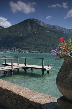 Lac d'Annecy et le Mont Veyrier in Haute-Savoie, France.