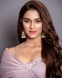 Saiee Manjrekar is an Indian actress who will make her debut with Salman Khan's film Dabangg 3 in Bollywood. Saiee Manjrekar is Mahesh Manjrekar's daughter. Beauty Full Girl, Beauty Women, Women's Beauty, Beauty Skin, Teen Actresses, Indian Actresses, Teenage Age, Beautiful Girl Photo, Beauty