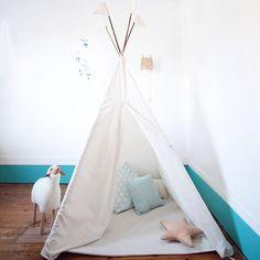 Un tipi pour un coin douillet , chambre d'enfant , décoration chambre d'enfant #madecoamoi @helloblogzine