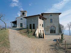 Sul colle d'Argon sorge il santuario di Santa Maria in Argon, un tempo eremo dell'antica abbazia benedettina di San Paolo d'Argon ai piedi della collina.