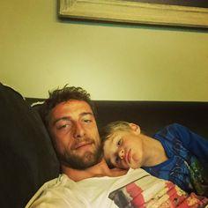 #ClaudioMarchisio Claudio Marchisio: Con la pioggia che non smette più di scendere,noi ci godiamo la tv,il divano e un pó di coccole. #leo #me #home #sweethome #picoftheday #goodnight