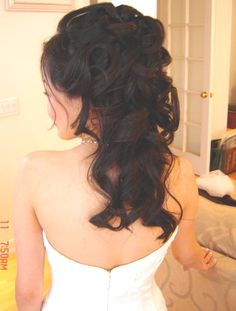 I actually love this curly half updo! Although I'm not sure if my hair is long enough for this hairstyle. :) For now, I'm not sure if I want an updo, a half updo, or just all down. Bridal Hair Half Up, Wedding Hair Down, Wedding Hairstyles For Long Hair, Wedding Hair And Makeup, Down Hairstyles, Pretty Hairstyles, Hair Makeup, Bridal Hairstyles, Wedding Curls