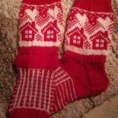 Lapsen lapselle pukin konttiin. Wool Socks, Christmas Stockings, Knitting, Holiday Decor, Winter, Fashion, Needlepoint Christmas Stockings, Winter Time, Moda
