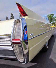 1970 Oldsmobile Cutlass Cutlass Supreme Convertible - Old Car Shopper - automobil Cadillac, Retro Cars, Vintage Cars, Antique Cars, Pontiac Bonneville, Convertible, Oldsmobile Cutlass, Cars And Coffee, Us Cars
