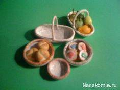 """Not translated into English but the photo's suggest it is possible to use heat to """"slump"""" flat disks of polymer clay into bowls or baskets. From Nacekomie.ru"""