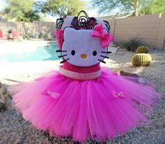 He encontrado este interesante anuncio de Etsy en https://www.etsy.com/es/listing/260692929/vestido-tutu-glam-hola-kitty-inspirado